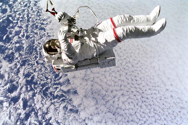 Future of Transport :: Flying with Jetpacks - Astronaut flying with SAFER jetpack // www.skedgo.com/blog